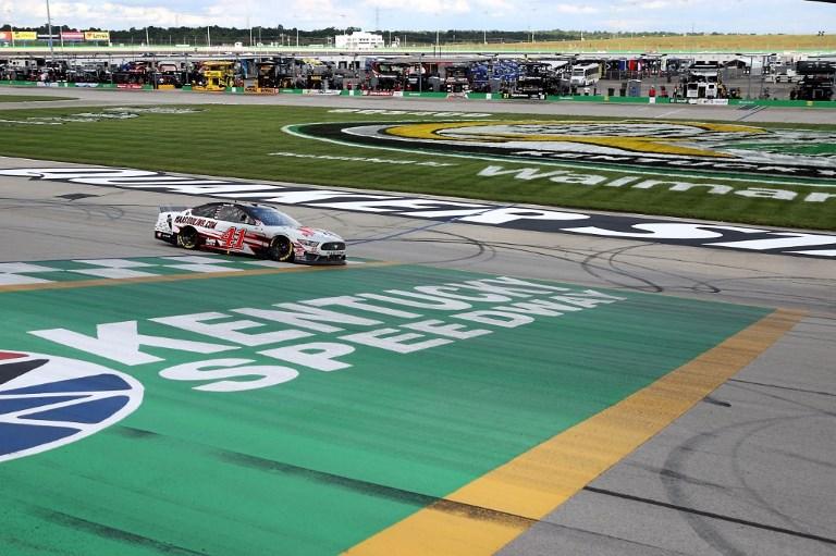 SPO - MOT - NAS - NASCAR - CUP - SERIES - QUAKER - STATE - 400 - PRESENTED - BY - WALM